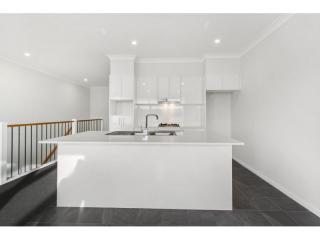 View profile: MODERN TOWNHOUSE WITH A VIEW!!!!