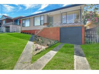 View profile: RENOVATED HOUSE CLOSE TO EVERYTHING!!!