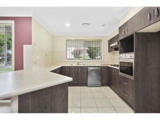 View profile: IDEAL THREE BEDROOM TOWNHOUSE