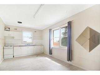 View profile: 3-BEDROOM UNIT AT IDEAL LOCATION!!