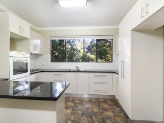 View profile: Quiet and Leafy two bedroom unit