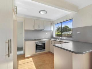 View profile: IDEALLY LOCATED MODERN TOWNHOUSE!!!!!