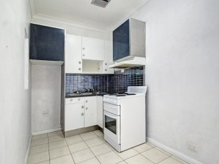 View profile: Large modern one bedroom unit!