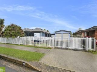 View profile: Charismatic Cottage & Double Garage plus 90 square metre Man Shed