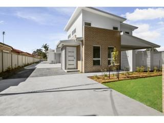 View profile: BRAND NEW TOWNHOUSE!!!