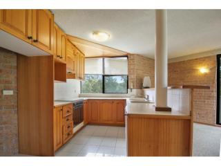 View profile: TRI LEVEL TOWNHOUSE IN WALKING DISTANCE TO NORTH BEACH!!