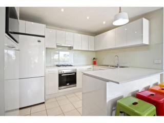 View profile: IDEALLY LOCATED THREE BEDROOM APARTMENT!!!!!